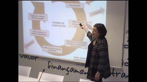 gloria-presentando-ponencia-2014